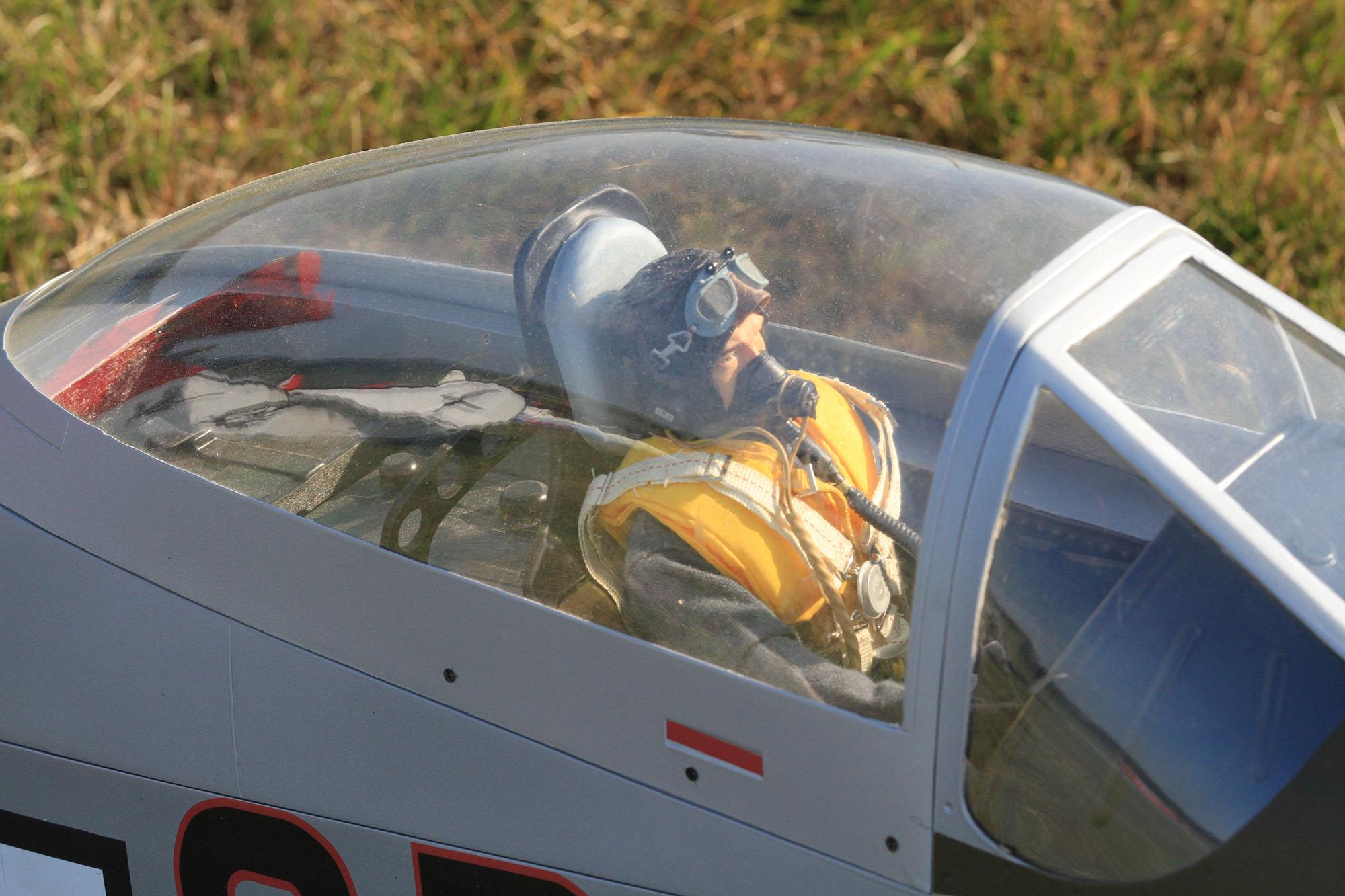 8-cockpit Bart.jpg